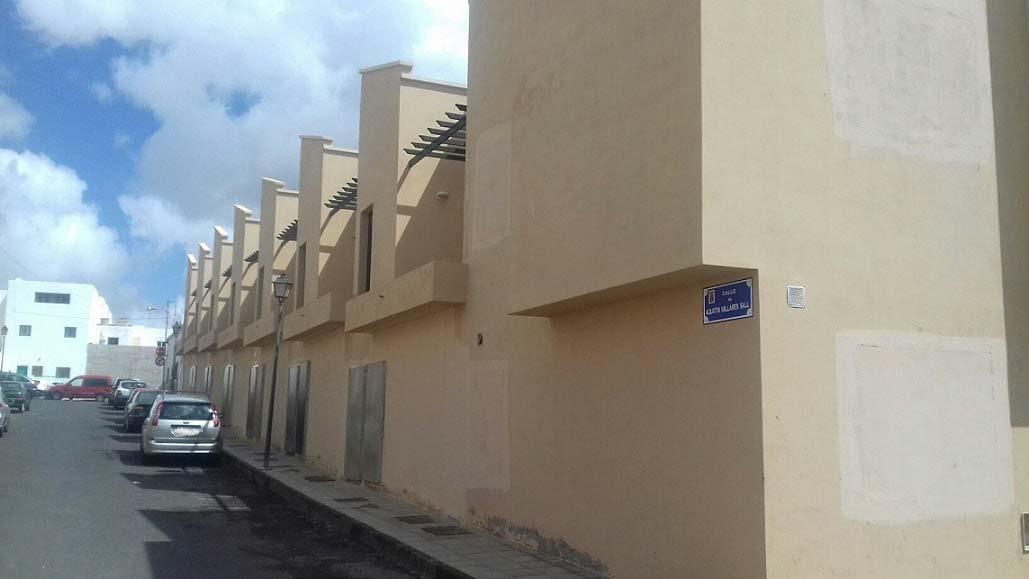 Piso en venta en Arrecife, Las Palmas, Calle Agustín Millares Sall, 97.000 €, 2 habitaciones, 2 baños, 85 m2