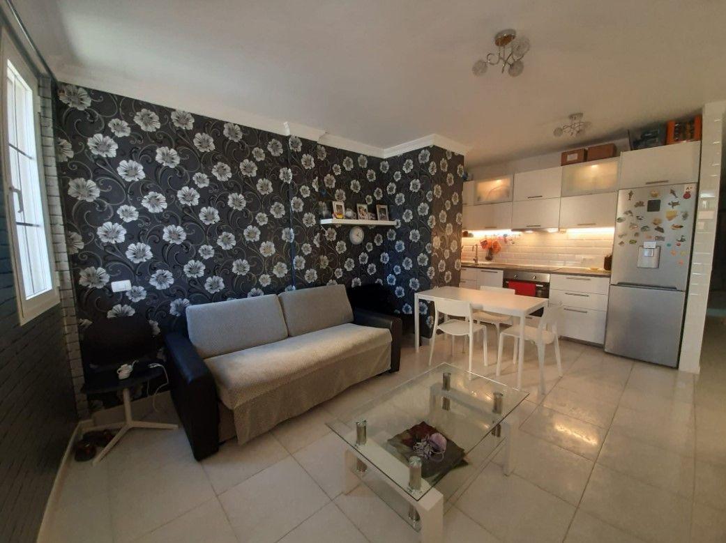 Piso en venta en 45046, Arona, Santa Cruz de Tenerife, Calle de los Hermanos Alvarez Quintero, 95.000 €, 2 habitaciones, 1 baño, 70 m2
