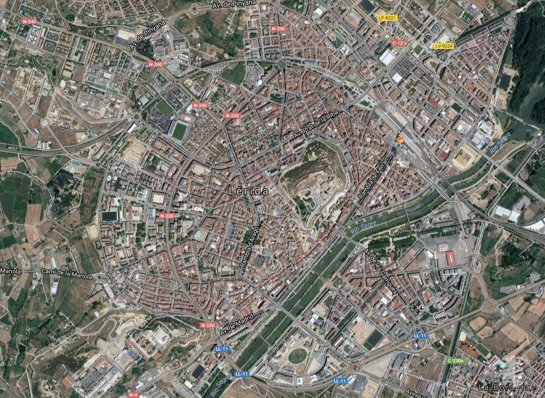 Casa en venta en Els Magraners, Lleida, Lleida, Calle Sant Roc, 89.100 €, 4 habitaciones, 2 baños, 279 m2