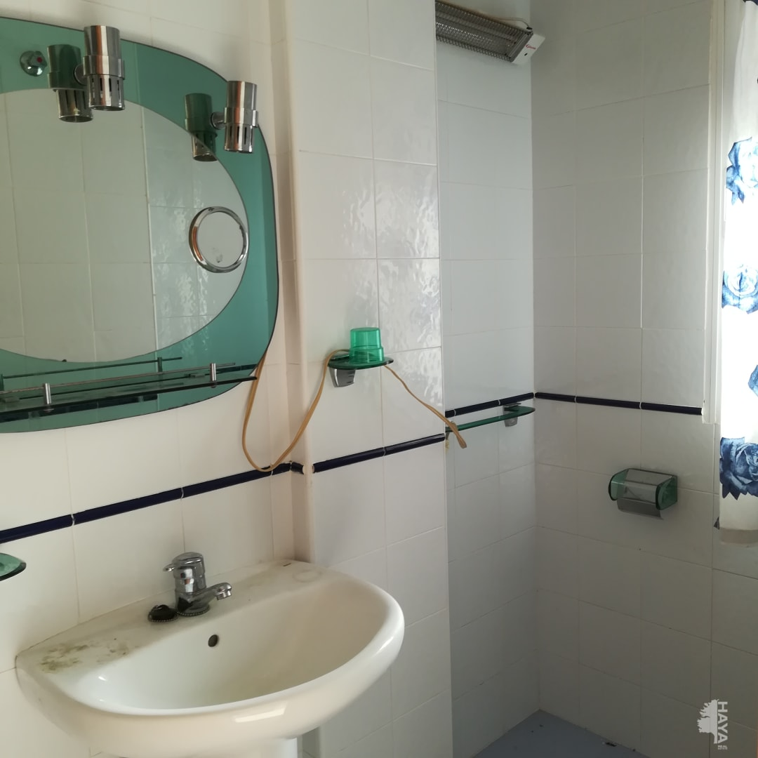 Casa en venta en Casa en Vélez de Benaudalla, Granada, 128.159 €, 4 habitaciones, 1 baño, 142 m2, Garaje