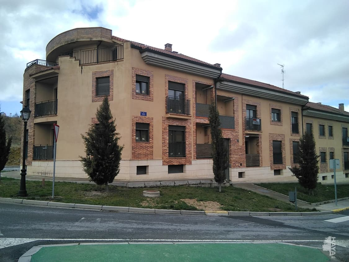 Piso en venta en Bernuy de Porreros, Bernuy de Porreros, Segovia, Calle Enriqueta Peigneux, 75.000 €, 4 habitaciones, 1 baño, 1 m2