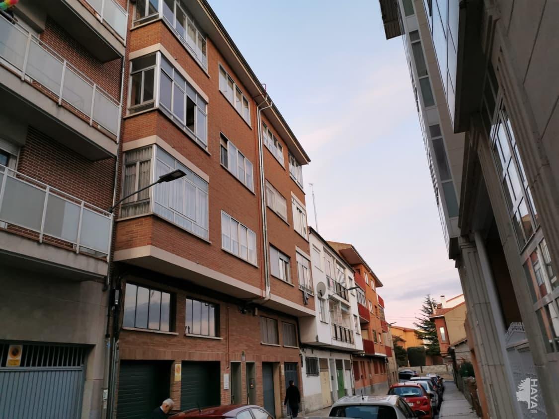 Piso en venta en Ávila, Ávila, Calle Capitán Méndez Vigo, 51.000 €, 3 habitaciones, 1 baño, 103 m2