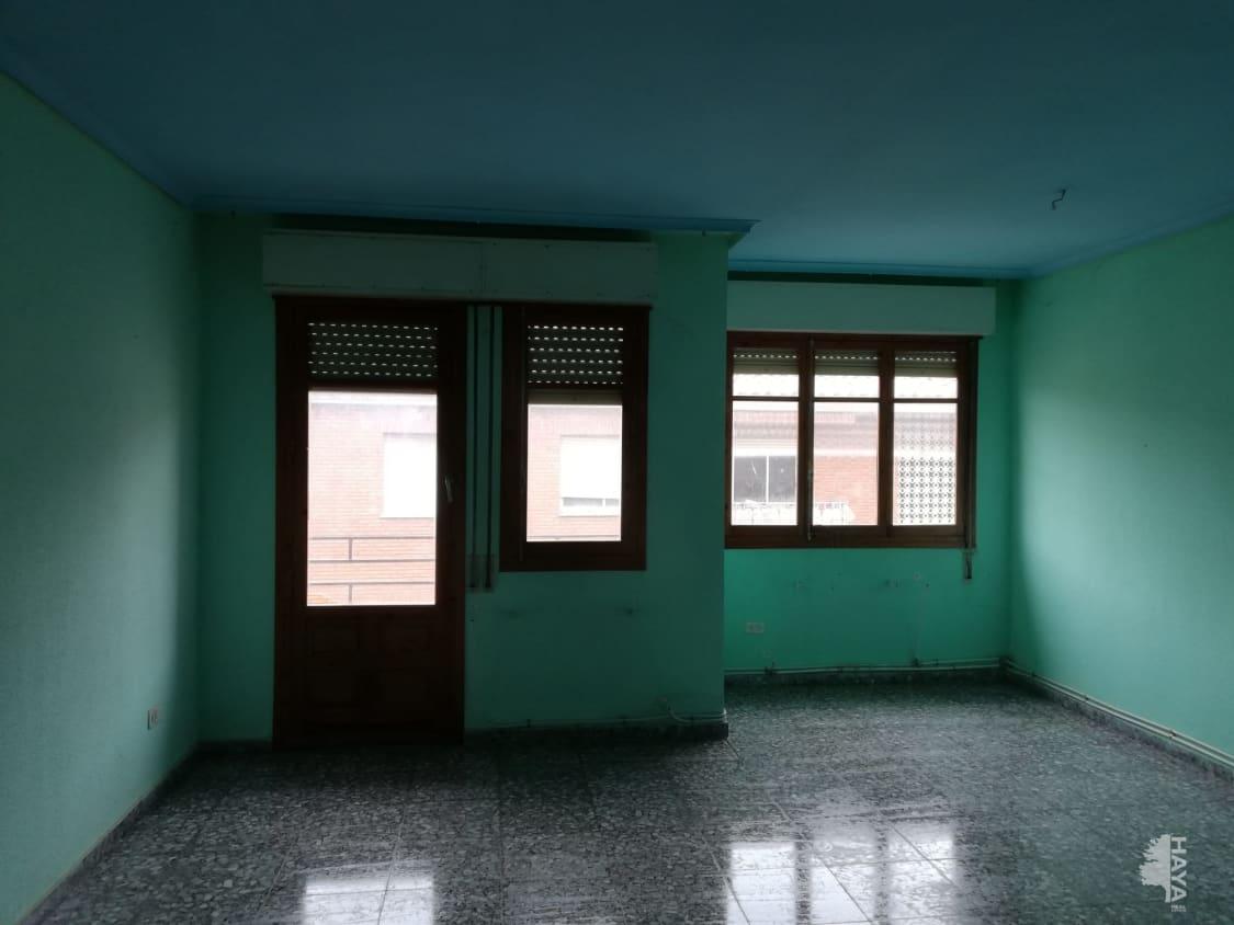 Piso en venta en Piso en Villarrobledo, Albacete, 66.000 €, 4 habitaciones, 2 baños, 145 m2