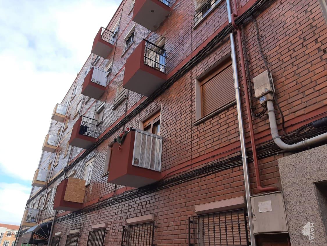 Piso en venta en Las Delicias, Valladolid, Valladolid, Calle Aaiun, 33.000 €, 3 habitaciones, 1 baño, 63 m2