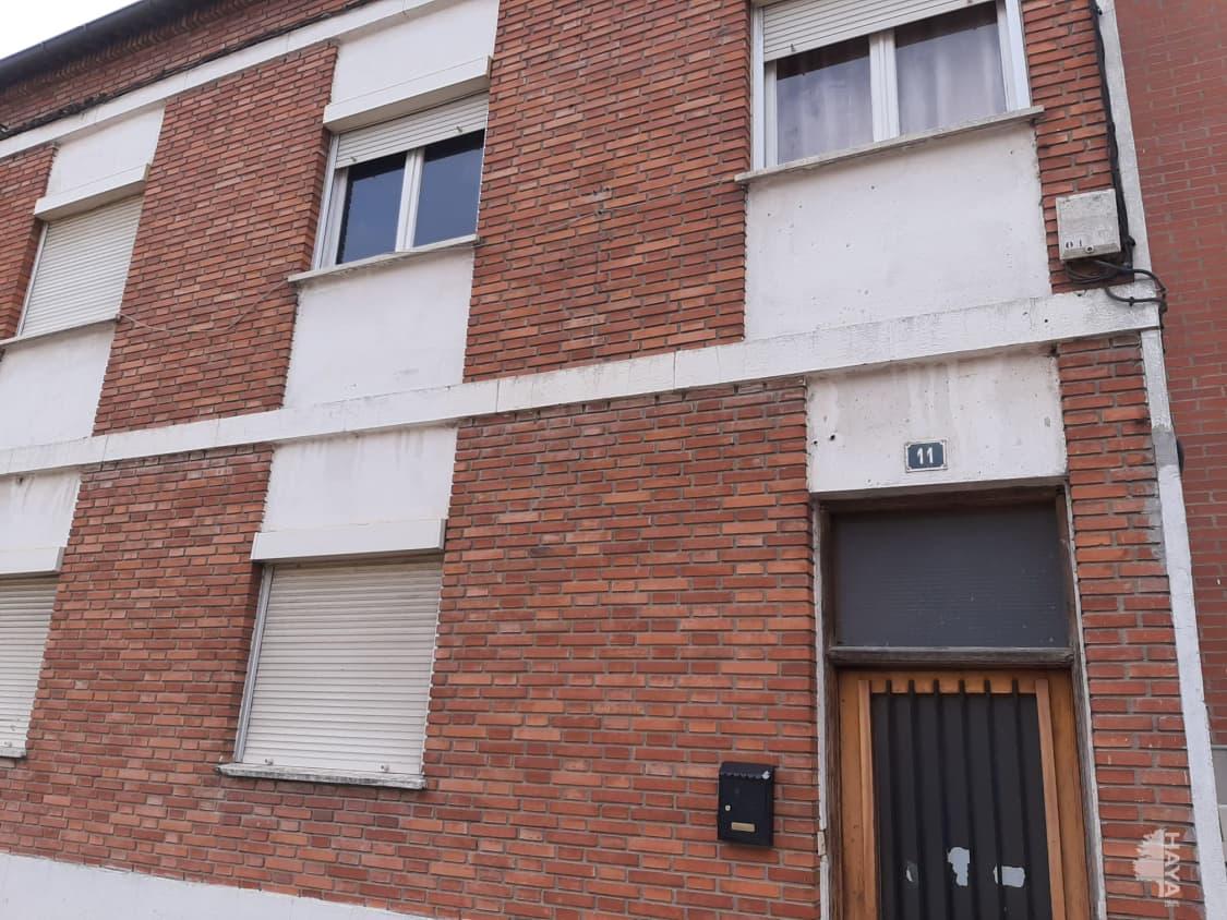 Piso en venta en Íscar, Valladolid, Calle Mariemma, 44.000 €, 3 habitaciones, 1 baño, 172 m2