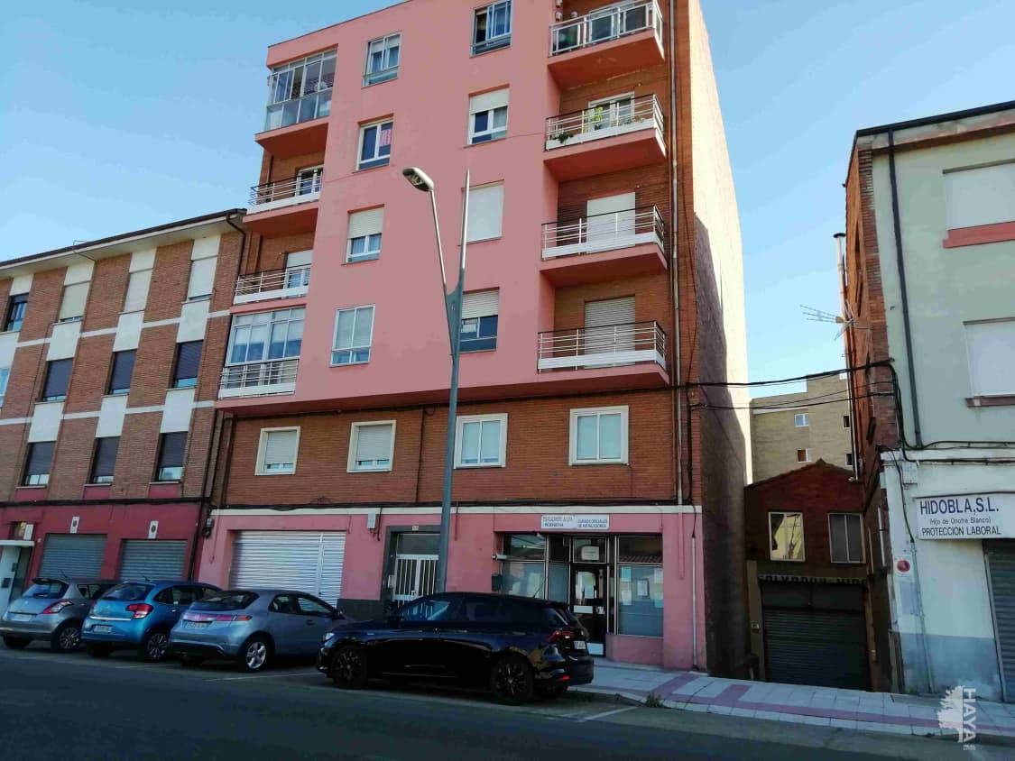 Piso en venta en Oteruelo de la Valdoncina, San Andrés del Rabanedo, León, Avenida San Andres, 87.000 €, 3 habitaciones, 1 baño, 118 m2