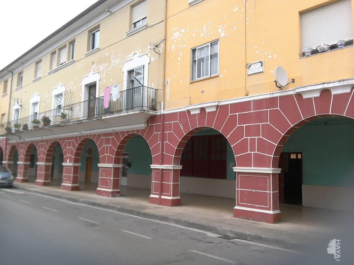 Piso en venta en El Zapatón, Torrelavega, Cantabria, Calle Salvador, 42.000 €, 3 habitaciones, 1 baño, 86 m2