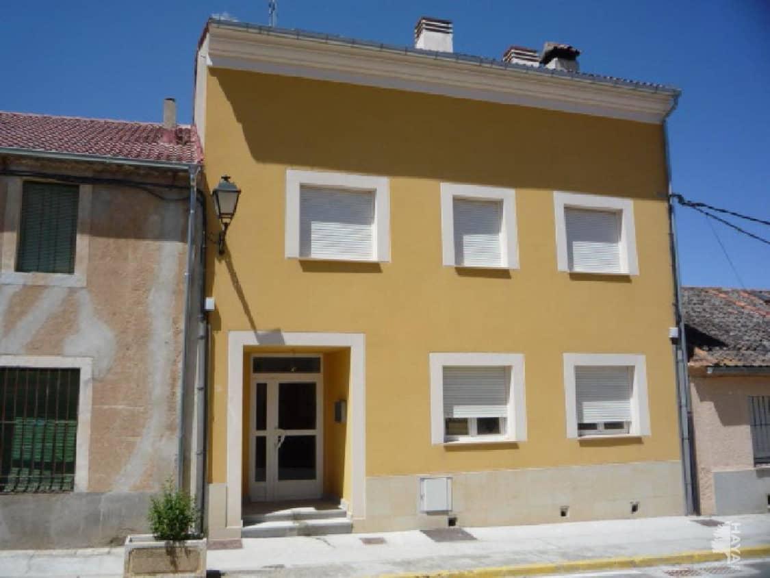 Piso en venta en Bernuy de Porreros, Bernuy de Porreros, Segovia, Calle Enriqueta Peigneux, 51.000 €, 2 habitaciones, 2 baños, 103 m2
