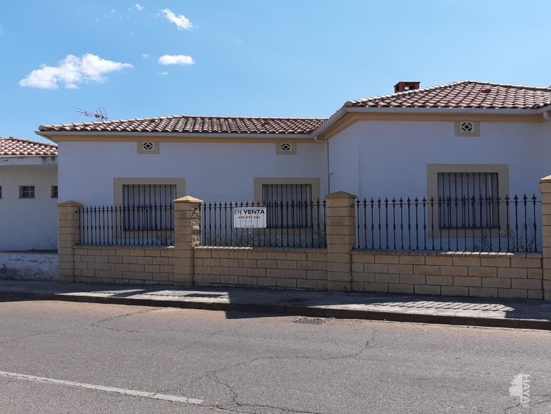 Piso en venta en Monterrubio de la Serena, Monterrubio de la Serena, Badajoz, Calle Manuel Lopez Triviño, 106.000 €, 5 habitaciones, 2 baños, 280 m2