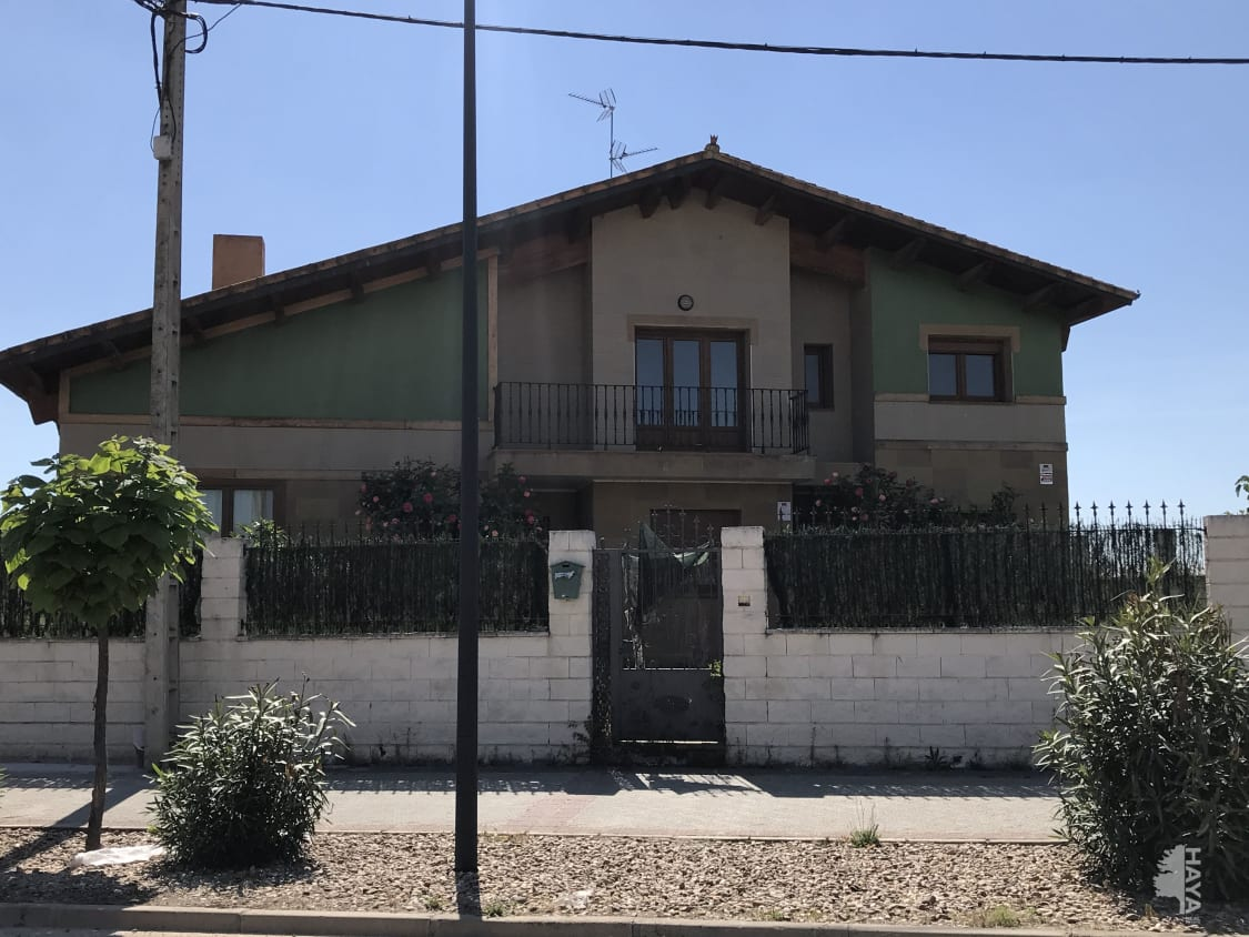 Piso en venta en Valdestillas, Valdestillas, Valladolid, Calle Real, 269.500 €, 5 habitaciones, 2 baños, 295 m2