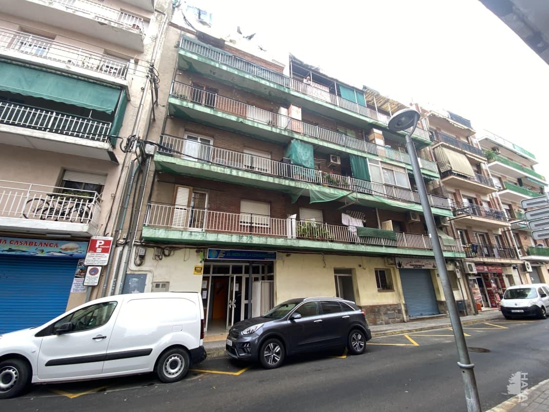 Piso en venta en La Barriada Nova, Canovelles, Barcelona, Calle Sant Jordi, 57.000 €, 4 habitaciones, 1 baño, 78 m2
