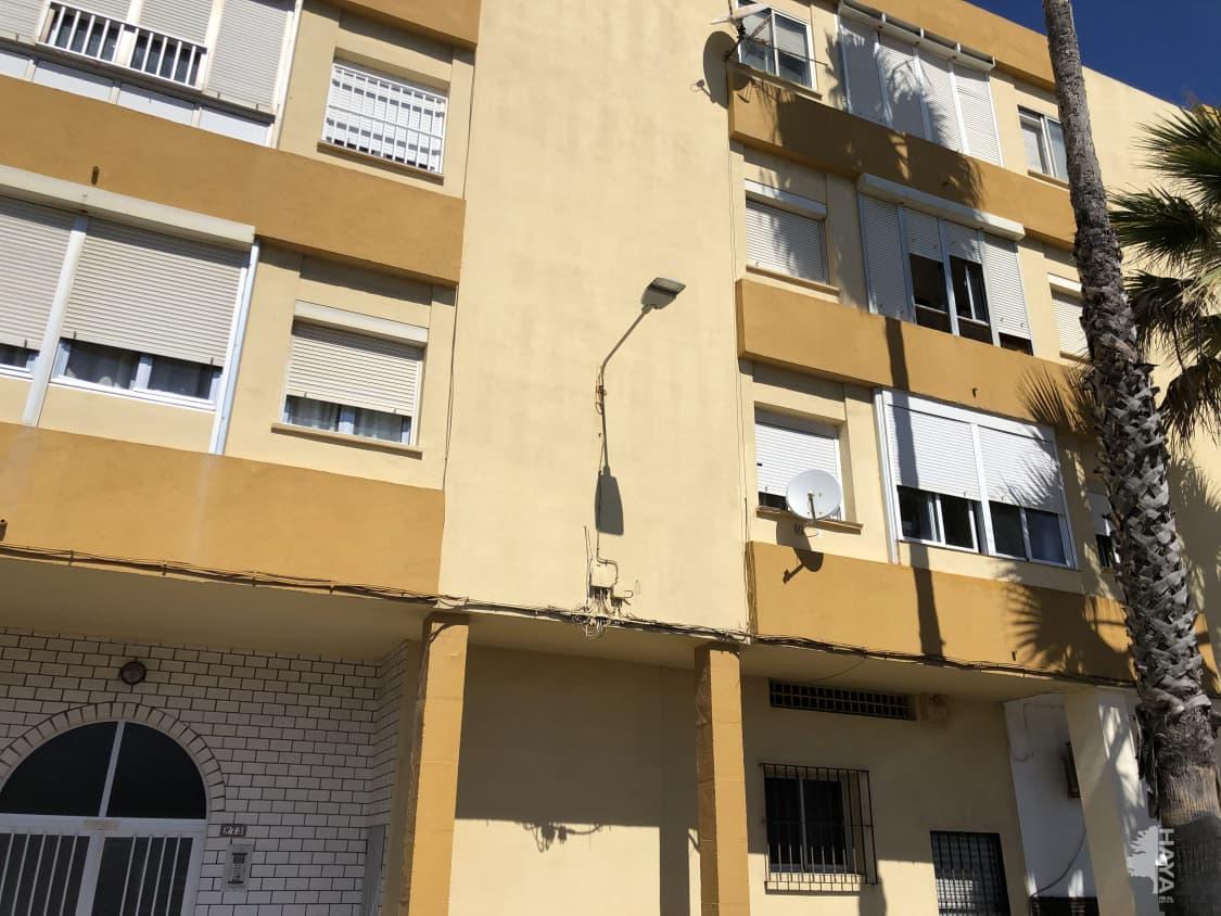 Piso en venta en La Línea de la Concepción, Cádiz, Calle Ter, 69.300 €, 3 habitaciones, 1 baño, 79 m2
