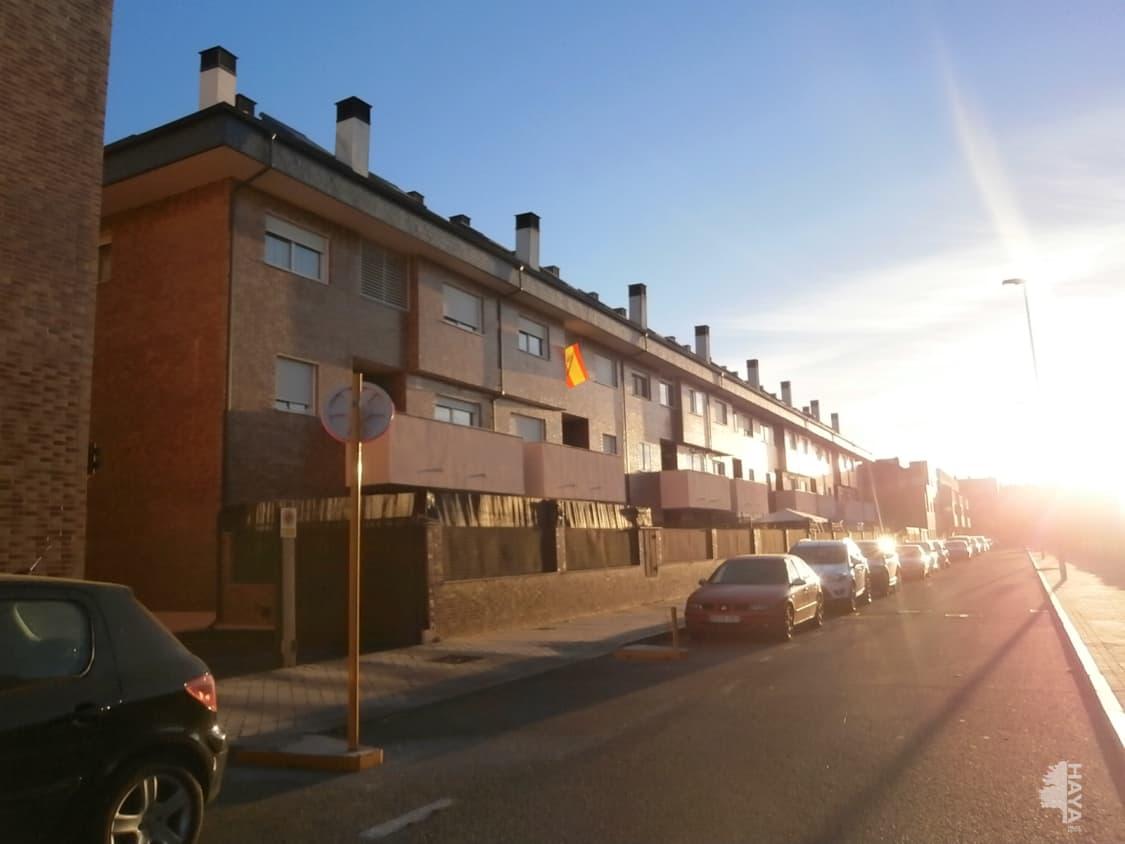 Piso en venta en Ávila, Ávila, Calle Lazarillo de Tormes., 110.000 €, 2 habitaciones, 2 baños, 82 m2
