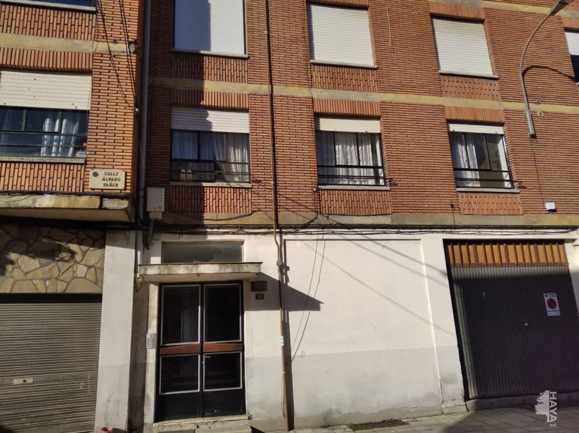 Piso en venta en Bembibre, León, Plaza Alvaro Yaez, 46.000 €, 3 habitaciones, 1 baño, 84 m2