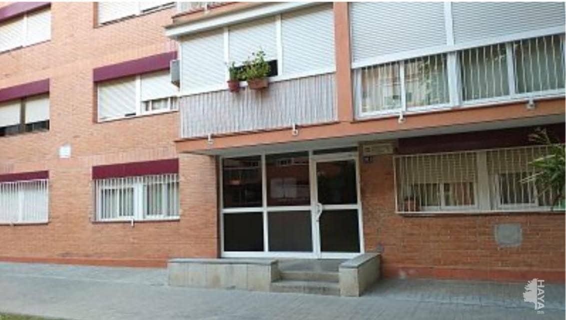 Piso en venta en La Florida, Santa Perpètua de Mogoda, Barcelona, Plaza Federico Garcia Lorca, 71.200 €, 3 habitaciones, 1 baño, 65 m2