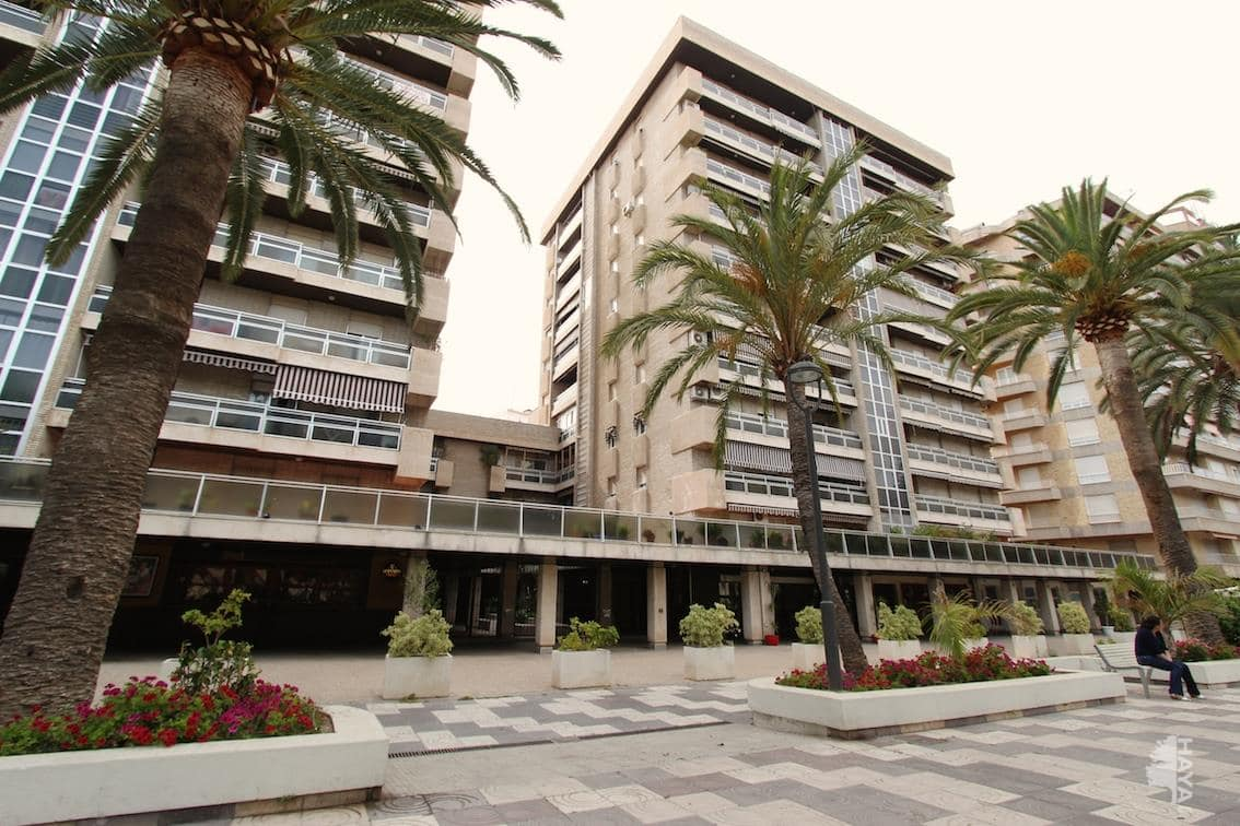 Piso en venta en Motril, Granada, Paseo Explanadas (de Las), 161.400 €, 3 habitaciones, 2 baños, 175 m2