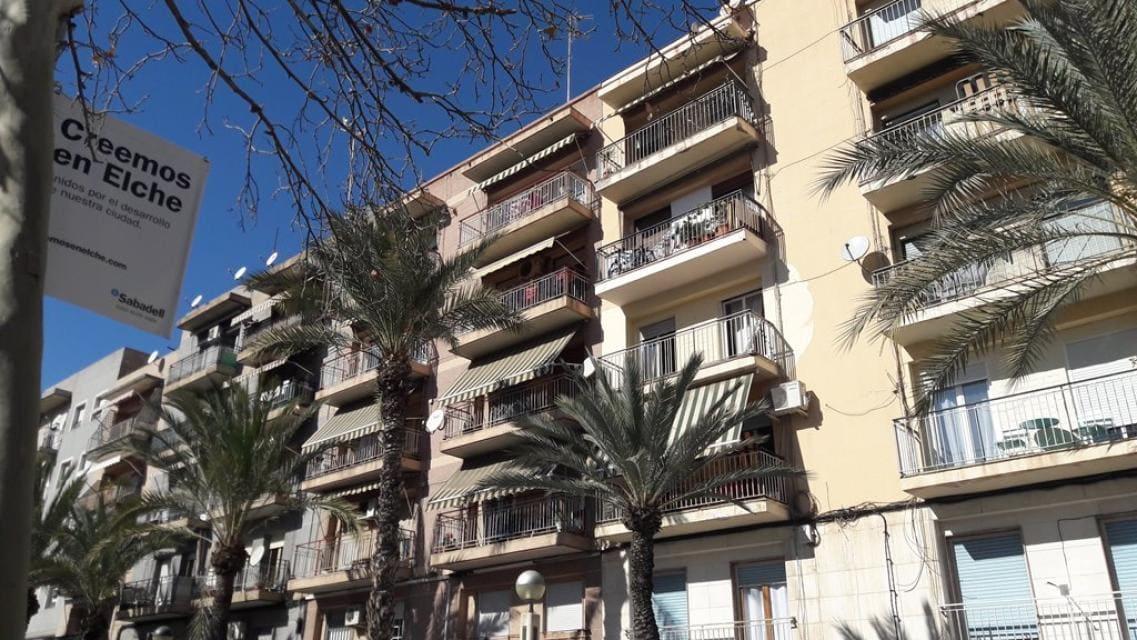 Piso en venta en Camí Dels Magros, Elche/elx, Alicante, Avenida Llibertat, 45.400 €, 3 habitaciones, 1 baño, 75 m2