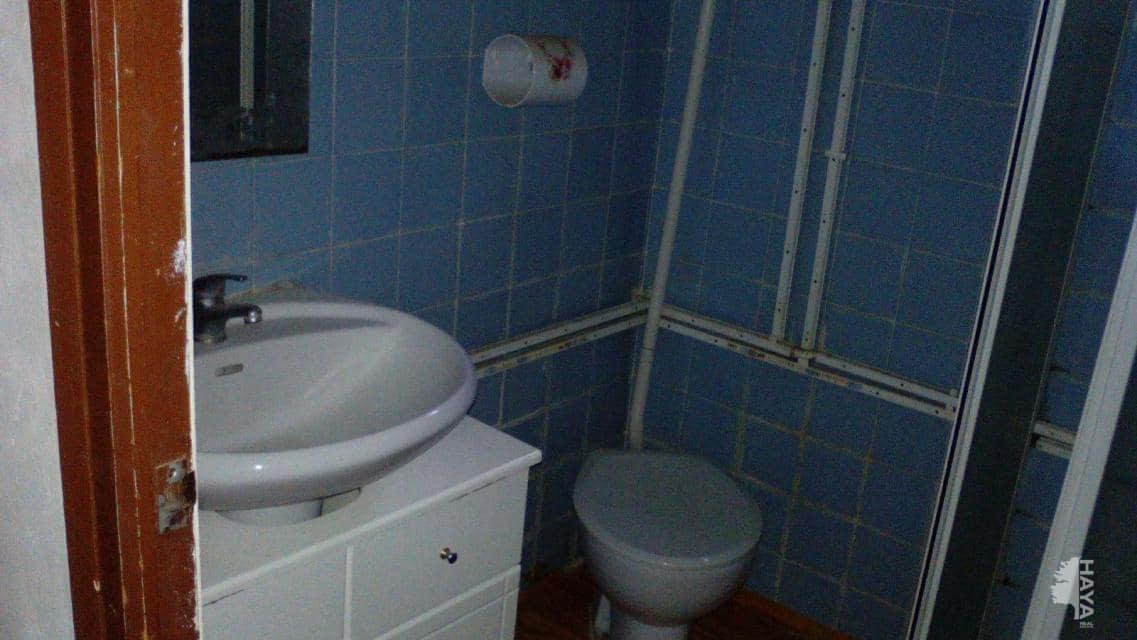 Piso en venta en Barrio de la Luz, Castellón de la Plana/castelló de la Plana, Castellón, Calle Sanz de Bremond, 47.500 €, 4 habitaciones, 1 baño, 89 m2