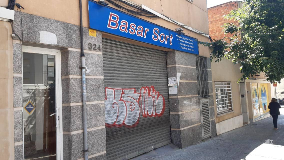 Local en venta en Terrassa, Barcelona, Avenida Jaume I, 182.300 €, 267 m2