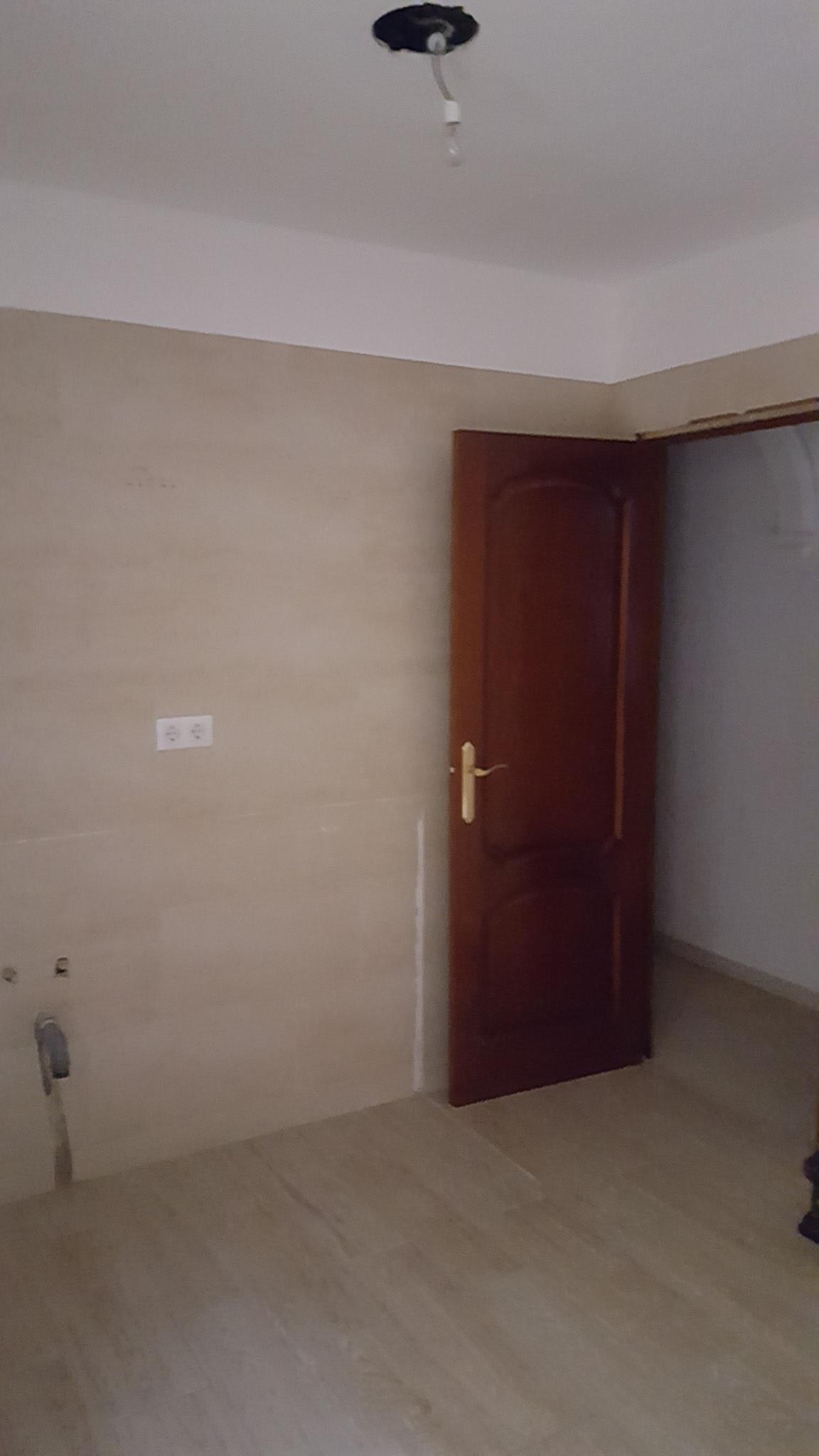 Piso en venta en Sevilla, Sevilla, Avenida los Gavilanes, 100.500 €, 3 habitaciones, 2 baños, 145 m2