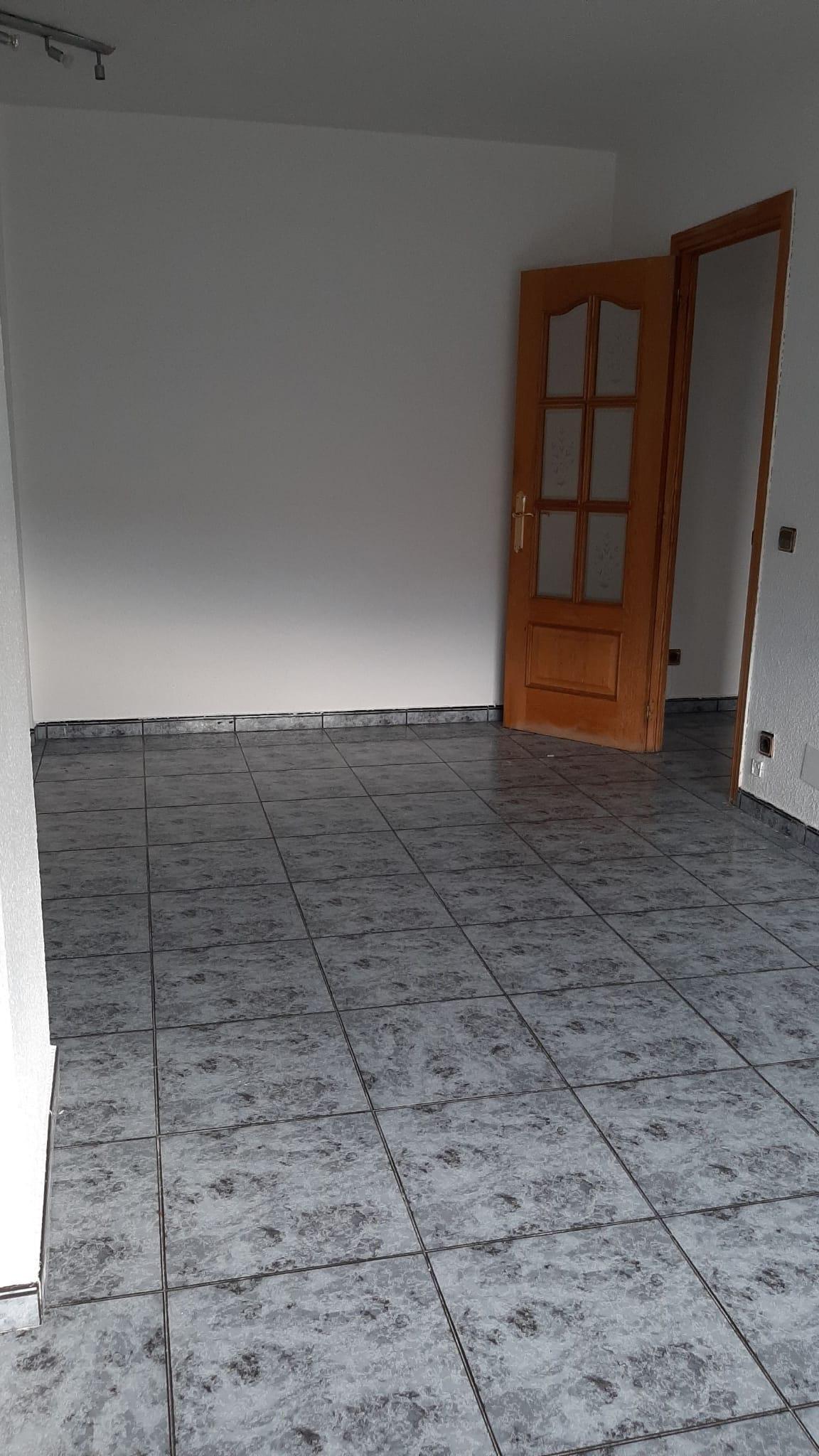 Piso en venta en Cerro - El Molino, Fuenlabrada, Madrid, Calle Portugal, 105.000 €, 3 habitaciones, 1 baño, 86 m2