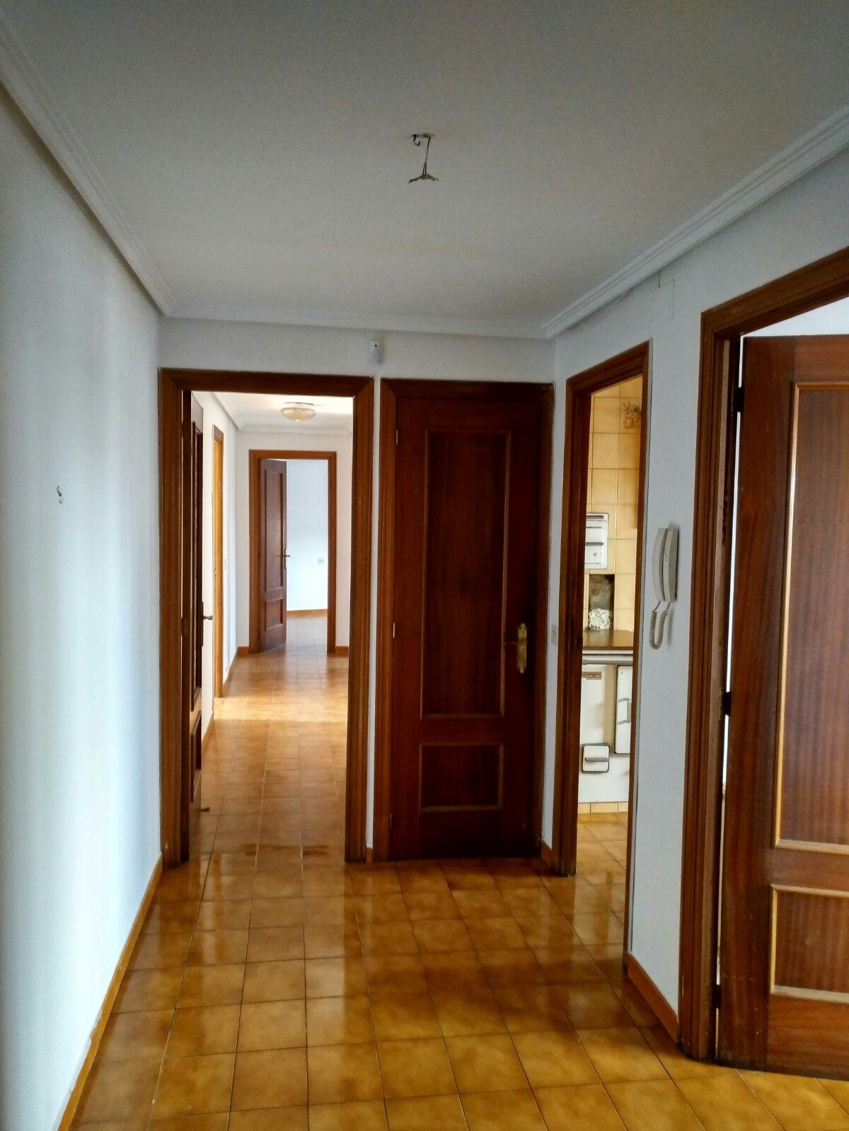 Piso en venta en Bembibre, León, Avenida El Bierzo, 49.000 €, 3 habitaciones, 2 baños, 103 m2