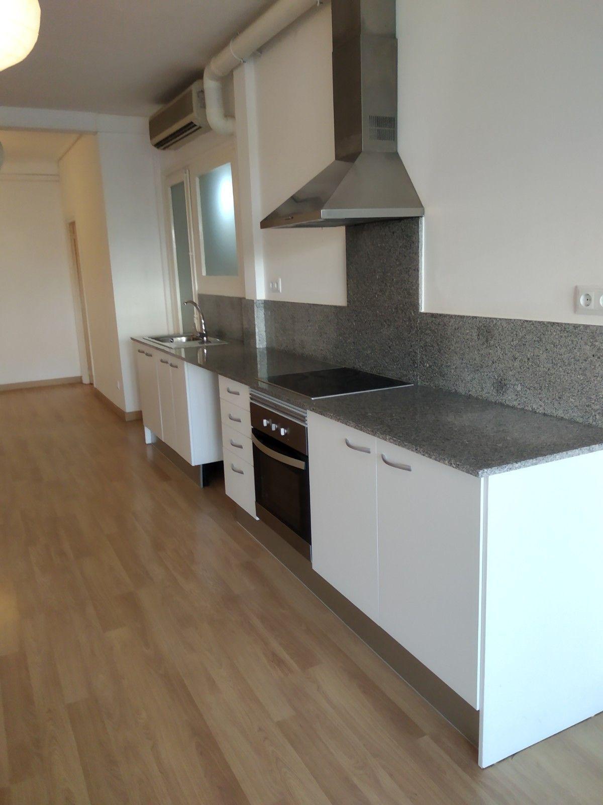 Piso en venta en Eixample, Barcelona, Barcelona, Avenida Josep Tarradellas, 620.000 €, 3 habitaciones, 1 baño, 85 m2