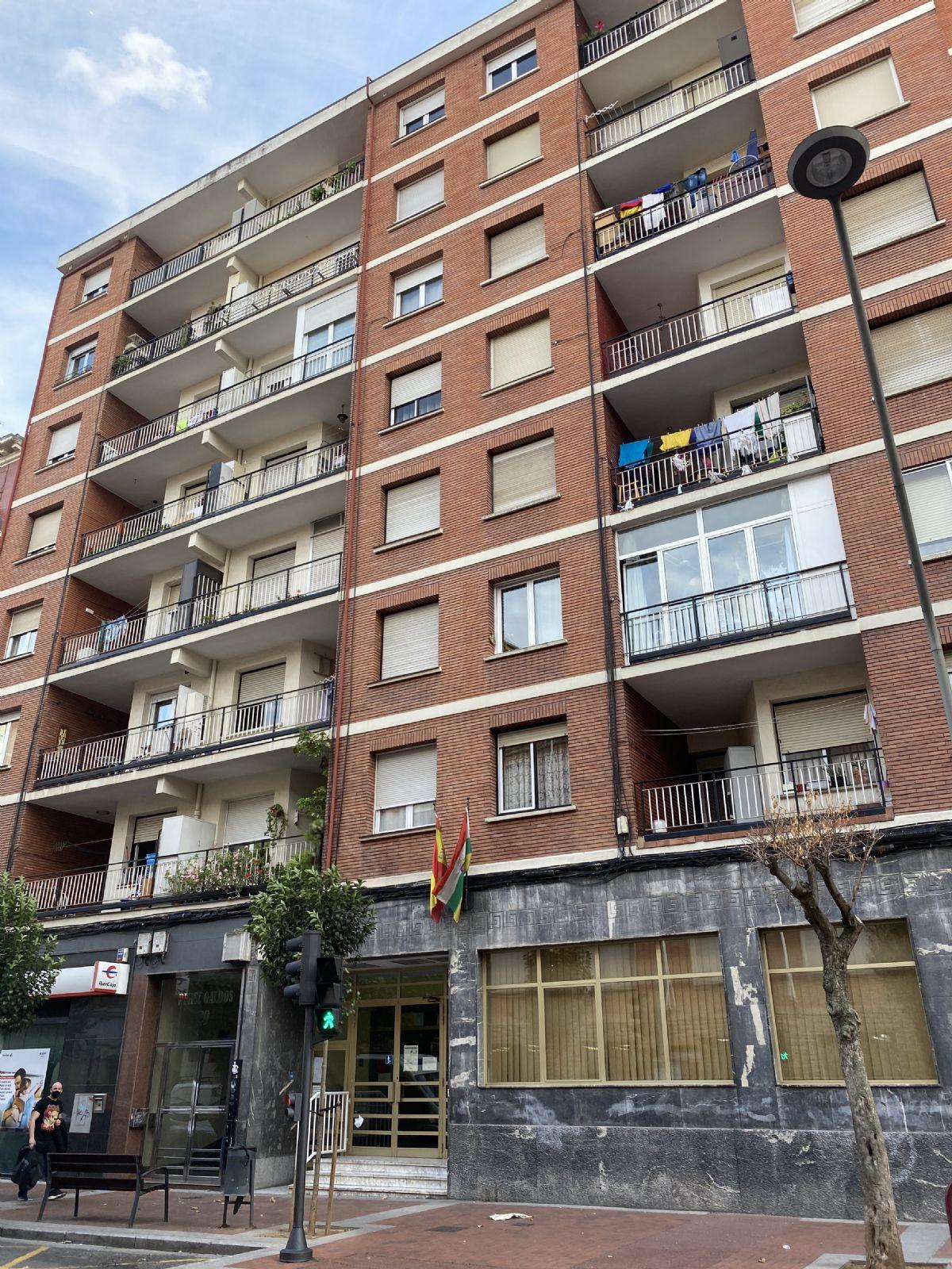 Piso en venta en Logroño, La Rioja, Avenida Pérez Galdós, 129.000 €, 3 habitaciones, 1 baño, 99 m2