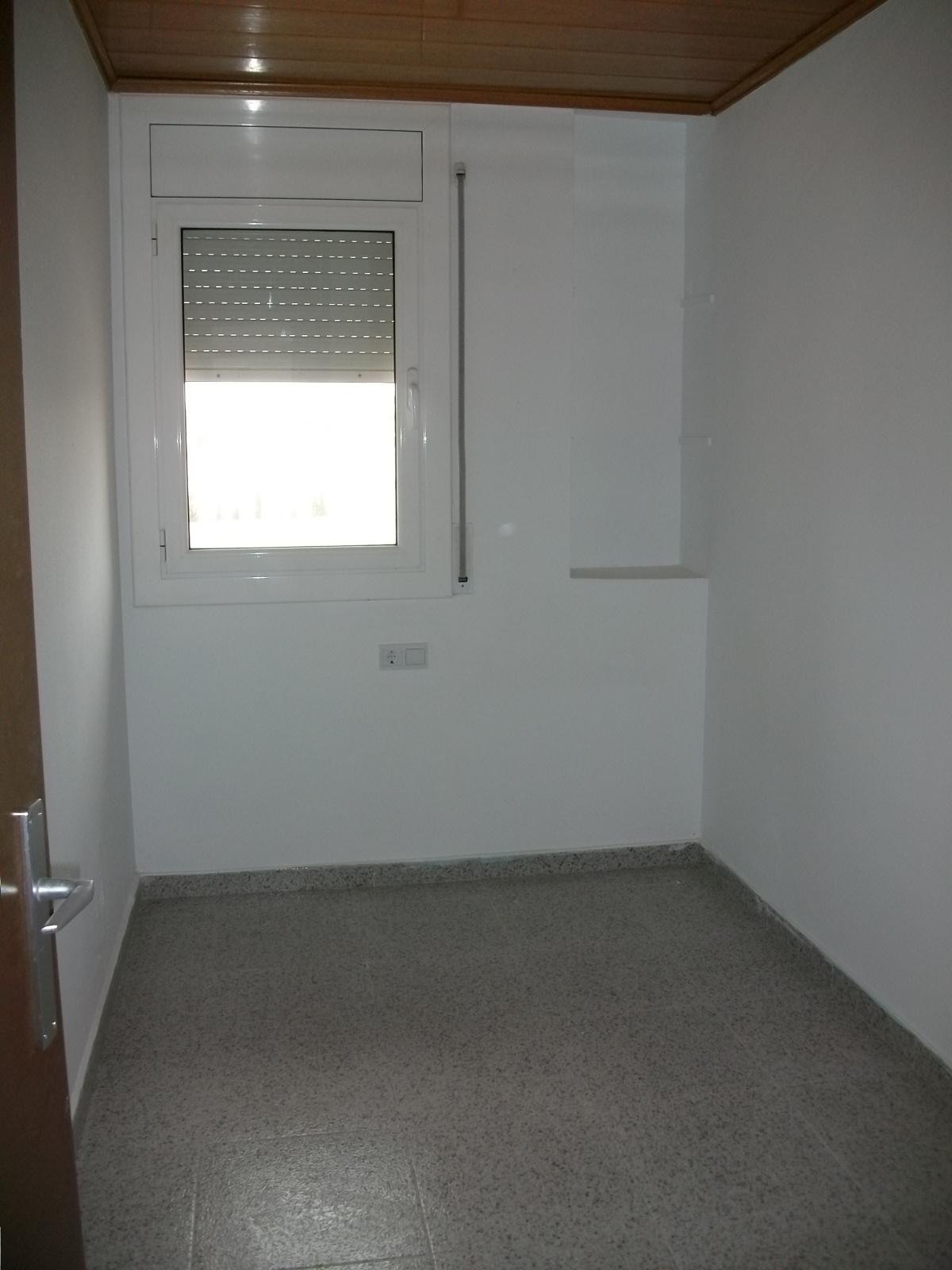Piso en venta en Piso en Navàs, Barcelona, 95.000 €, 3 habitaciones, 1 baño, 84 m2, Garaje