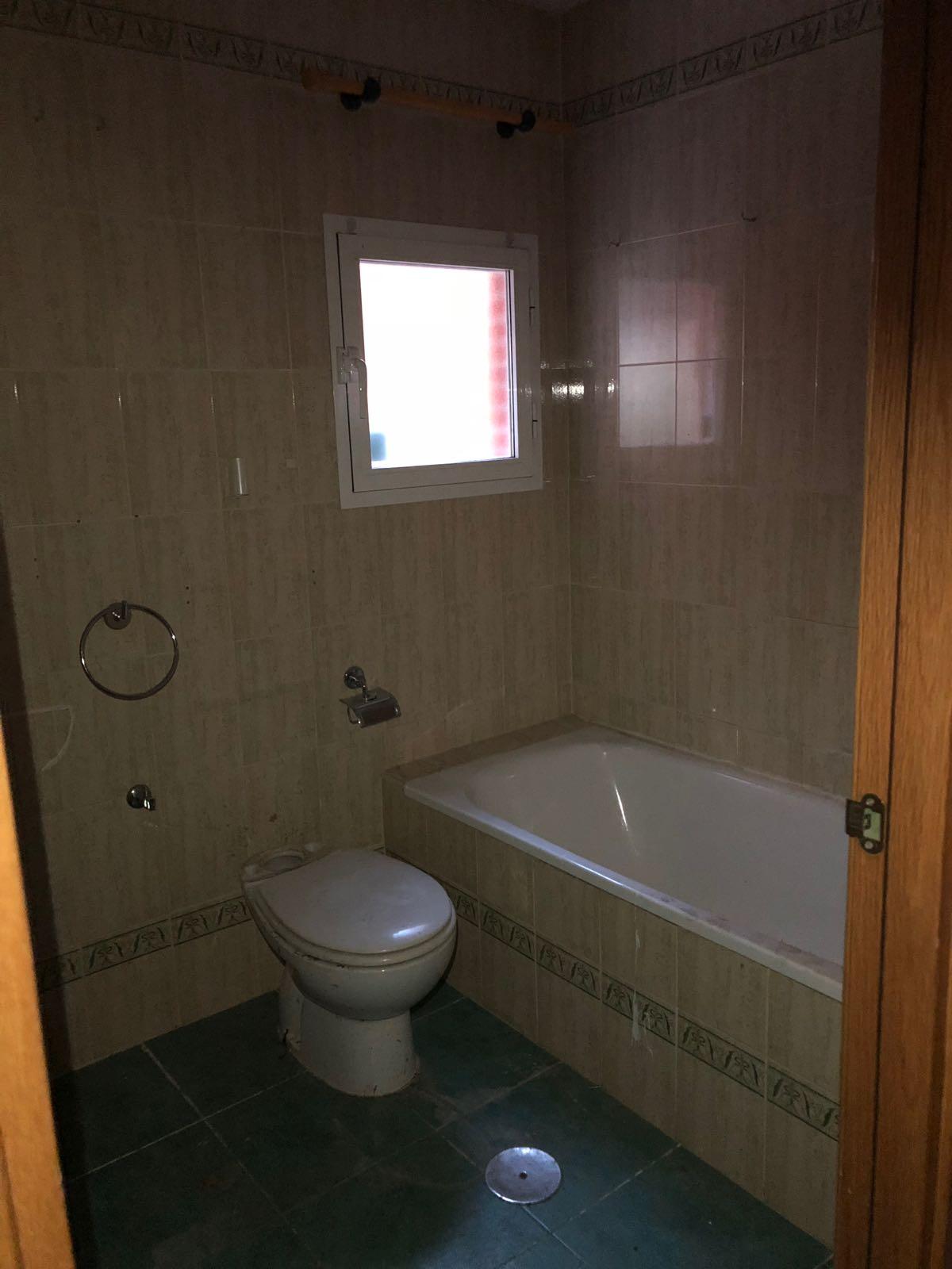 Piso en venta en Alcalá de Henares, Madrid, Calle Ramon Maria del Valle Inclan, 161.857 €, 3 habitaciones, 2 baños, 110 m2