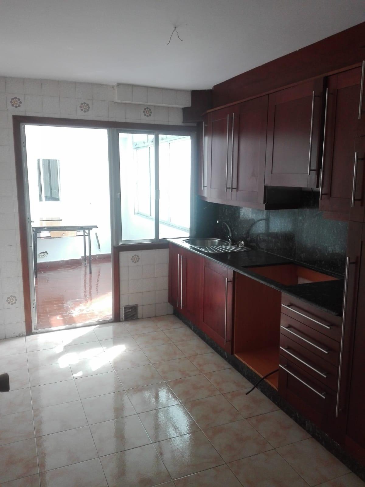 Piso en venta en Cambre, A Coruña, Calle Rua Dos Muiños, 81.000 €, 3 habitaciones, 1 baño, 101 m2