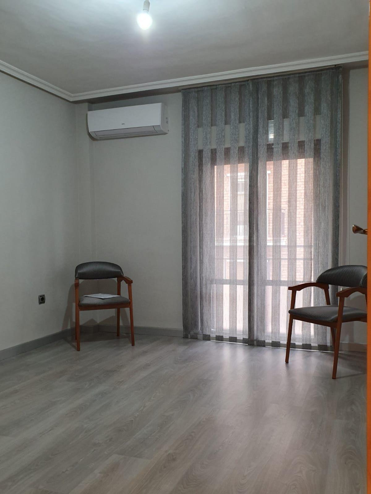 Piso en venta en Garrido Sur, Salamanca, Salamanca, Paseo de la Estacion, 165.000 €, 3 habitaciones, 1 baño, 90 m2