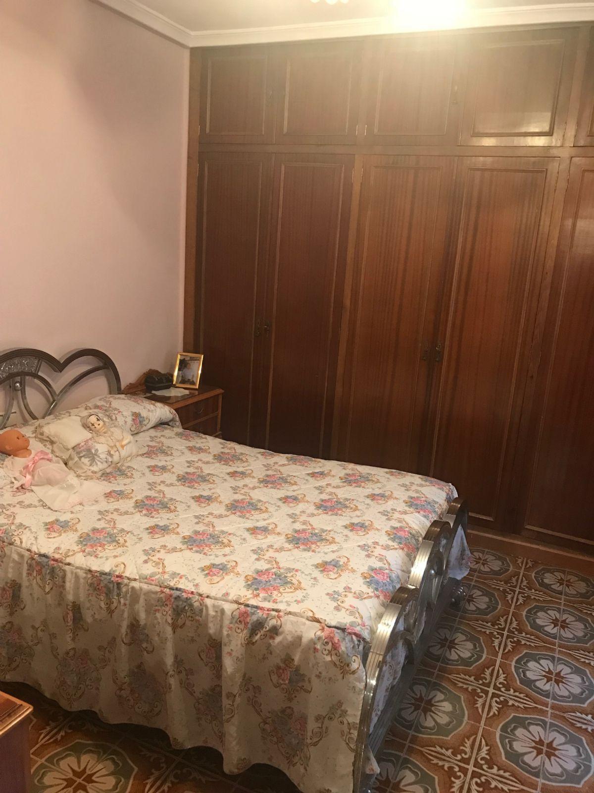 Piso en venta en Piso en Torre del Campo, Jaén, 156.000 €, 4 habitaciones, 1 baño, 135 m2