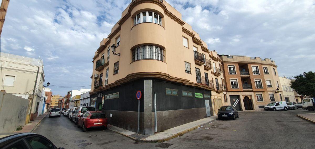 Local en venta en La Línea de la Concepción, Cádiz, Calle Hernan Cortes, 156.000 €, 252 m2