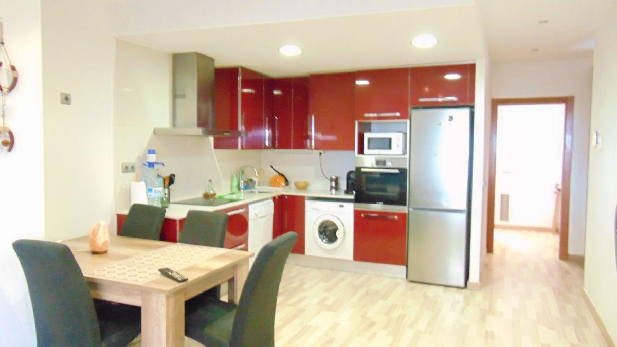 Piso en venta en Vilafranca del Penedès, Barcelona, Calle Montserrat, 121.000 €, 2 habitaciones, 1 baño, 73 m2