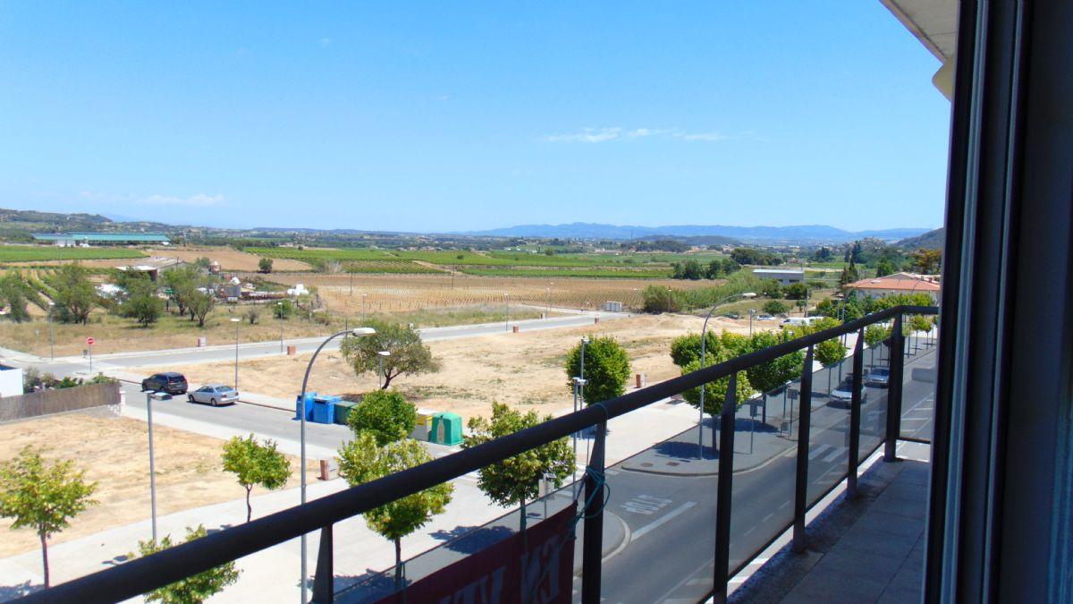 Piso en venta en Torrelles de Foix, Barcelona, Calle Pontons, 121.000 €, 3 habitaciones, 2 baños, 89 m2