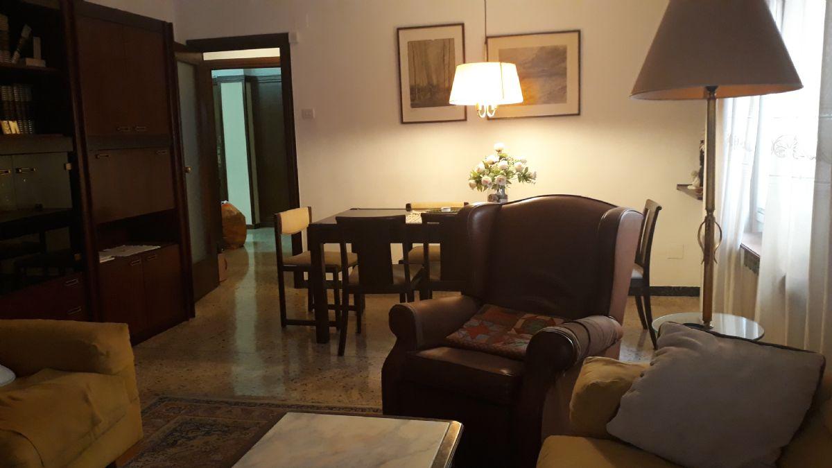 Piso en venta en Lleida, Lleida, Calle Pi I Margall, 130.000 €, 4 habitaciones, 2 baños, 110 m2