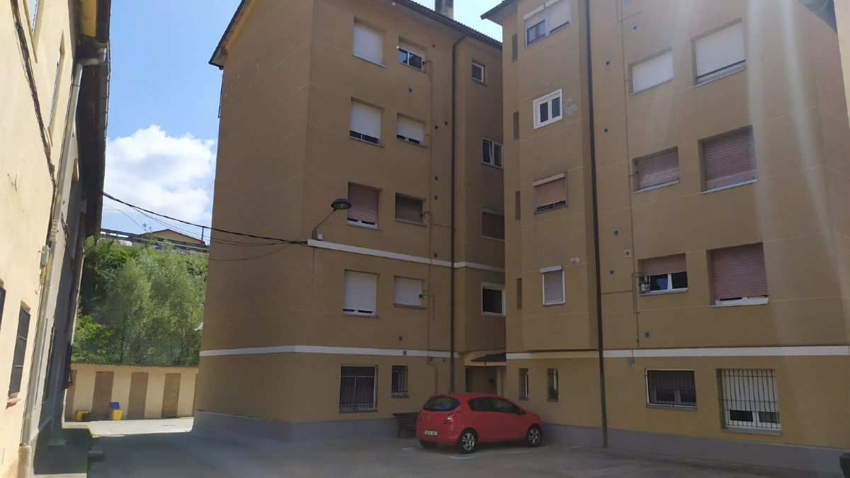 Piso en venta en Guardiola de Berguedà, Barcelona, Calle Bastareny, 55.200 €, 3 habitaciones, 62 m2