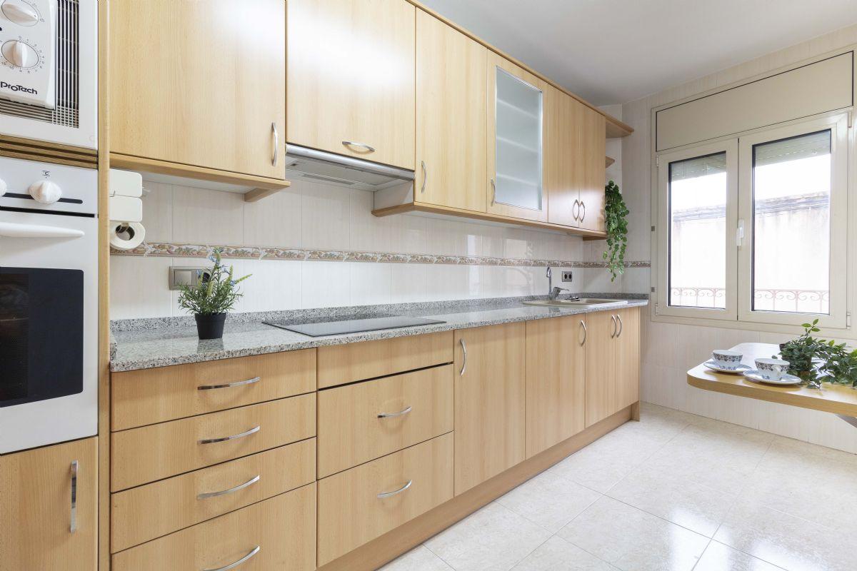 Piso en venta en Vilafranca del Penedès, Barcelona, Calle Marques Alfarras, 116.000 €, 3 habitaciones, 1 baño, 92 m2