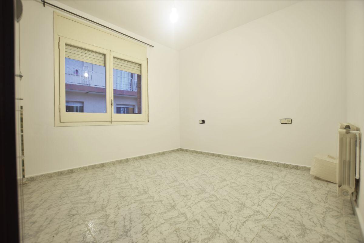 Piso en venta en Piso en Premià de Mar, Barcelona, 130.000 €, 3 habitaciones, 1 baño, 63 m2