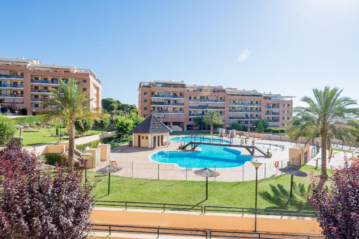 Piso en venta en Torremolinos, Málaga, Calle Conrado del Campo, 217.000 €, 3 habitaciones, 2 baños, 120 m2