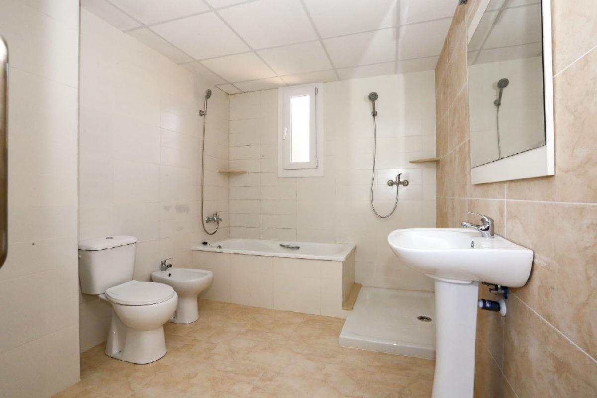 Piso en venta en Piso en Benicarló, Castellón, 65.500 €, 3 habitaciones, 2 baños, 131 m2