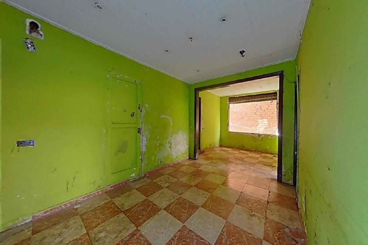 Piso en venta en Can Boada (nucli Antic), Terrassa, Barcelona, Calle Cardenal Cisneros, 63.000 €, 2 habitaciones, 1 baño, 96 m2