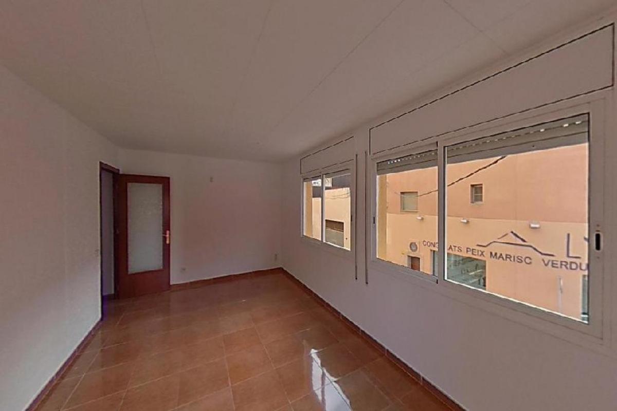 Piso en venta en Amposta, Tarragona, Calle Avenida Rapita, 66.000 €, 4 habitaciones, 2 baños, 126 m2