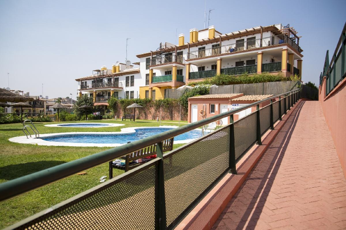 Piso en venta en Ayamonte, Huelva, Paseo Blasco Ibañez, 56.500 €, 2 habitaciones, 2 baños, 96 m2
