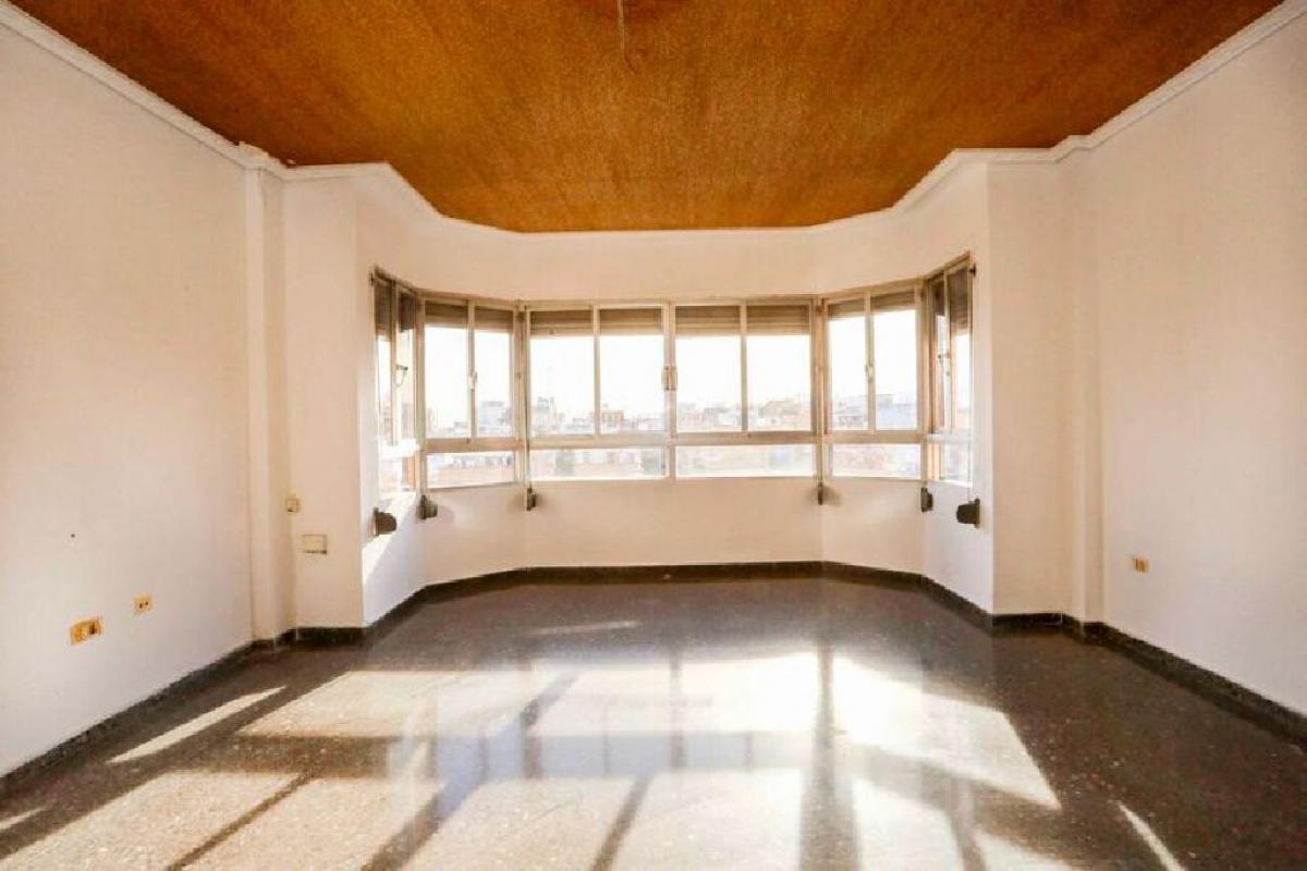 Piso en venta en Burriana, Castellón, Plaza Generalitat Valenciana, 77.500 €, 4 habitaciones, 2 baños, 122 m2