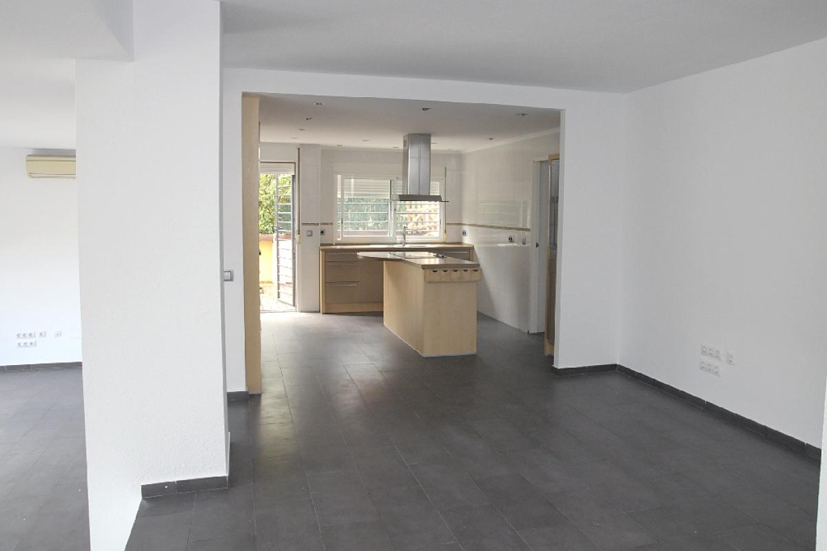 Casa en venta en Casa en la Nucia, Alicante, 244.500 €, 4 habitaciones, 4 baños, 260 m2