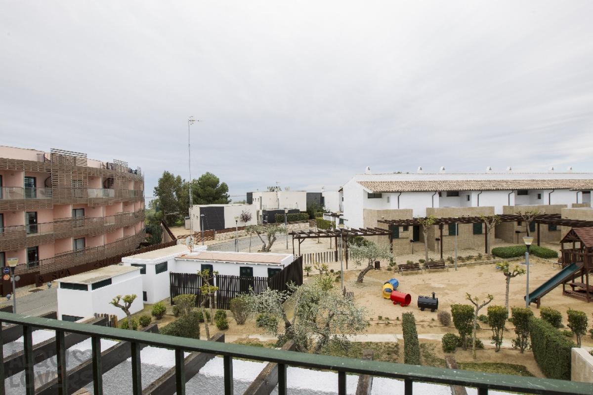 Casa en venta en Casa en El Perelló, Tarragona, 187.000 €, 3 habitaciones, 3 baños, 121 m2