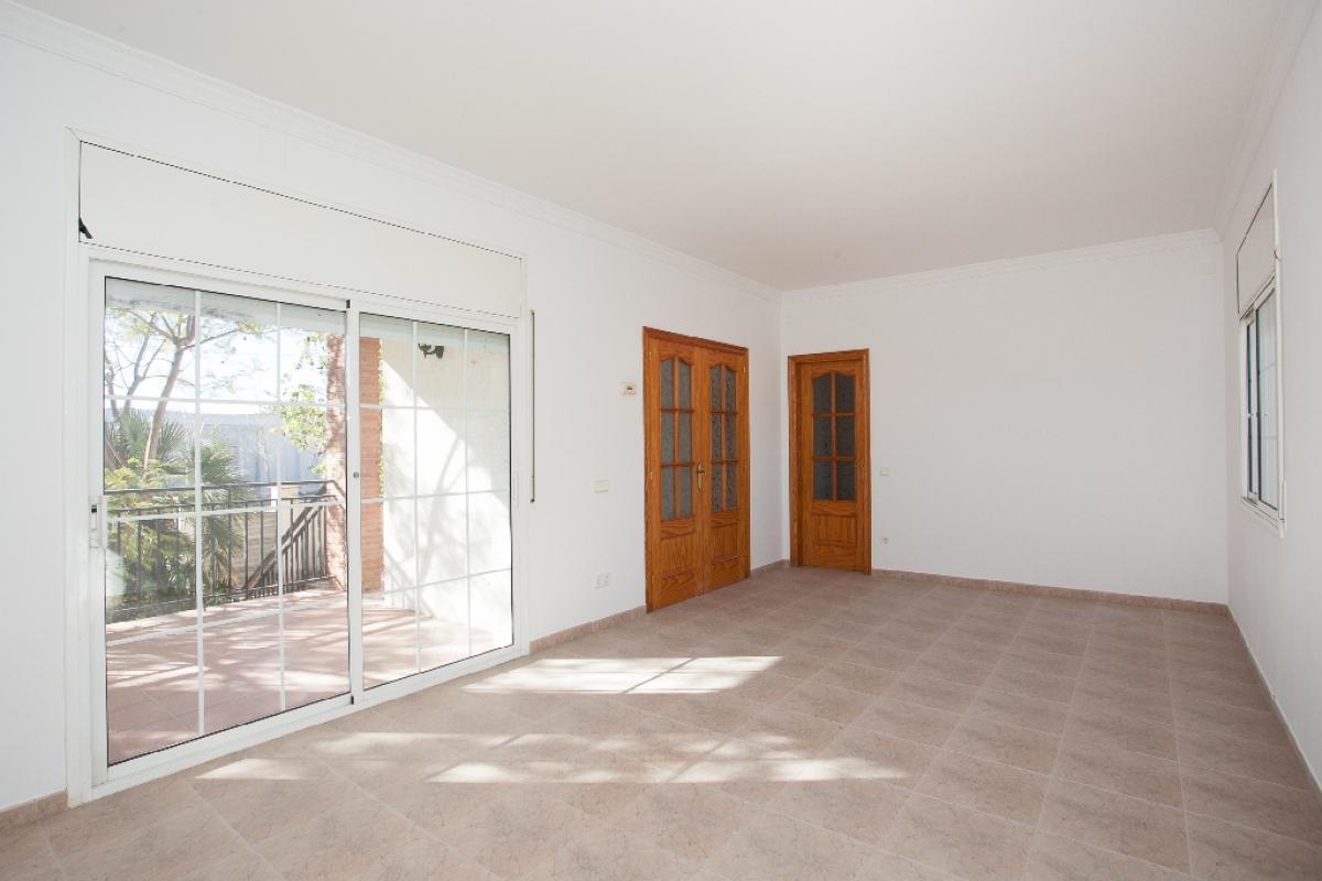 Casa en venta en La Bisbal del Penedès, españa, Calle Burgos, 118.000 €, 3 habitaciones, 1 baño, 267 m2