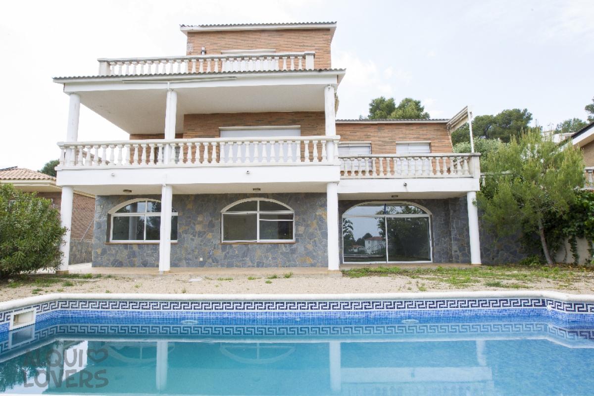 Casa en venta en Cunit, españa, Calle Saturn, 276.000 €, 4 habitaciones, 4 baños, 358 m2